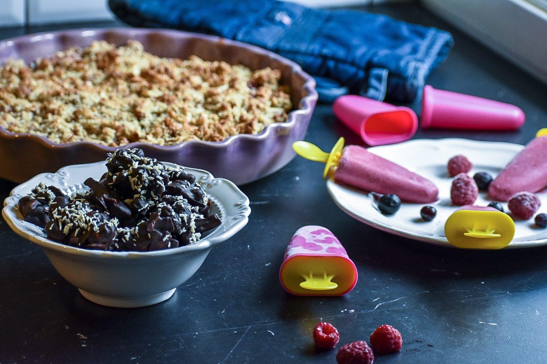 Sockerfritt fredagsfika- bärpaj, hemmagjord glass och nötigt godis