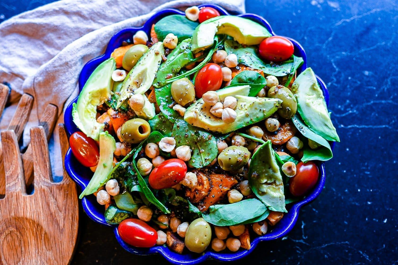 Recept- sallad med sötpotatis, kikärtor, linser och avokado